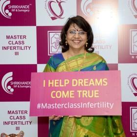 Dr Laxmi Shrikhande with signs at Masterclass Infertility III