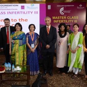 Attendees posing with Dr Arulkumaran, Dr Shrikhande, Dr Jaydeep and Dr Ruma